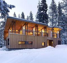 a Snow Day House, no Lake Tahoe, EUA, projetado por John Maniscalco Architecture #arquitetura #arte #art #artlover #design #architecturelover #instagood #instacool #instadesign #instadaily #projetocompartilhar #shareproject #davidguerra #arquiteturadavidguerra #arquiteturaedesign #instabestu #decor #architect #criative #photo #decoracion #streetart #madeiraeaconchego #woodandcoziness #laketahoe #EUA #johnmaniscalco
