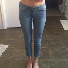 Bullhead cropped skinny jeans Perfect flawless condition. Cropped. Size 26 or 3 Bullhead Jeans Ankle & Cropped