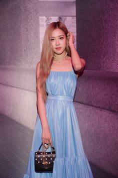 Blackpink Rosé - Mulberry's 2018 F/W Collection Fashion Show. Kpop Girl Groups, Kpop Girls, Forever Young, K Pop, Vixx, Kpop Love, Ulzzang, Jenny Kim, Black Pink