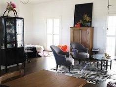 Eclectic living room with dark colors and one vibrant red pop Vintage Modern Living Room, Eclectic Living Room, Home Living Room, Living Room Furniture, Living Spaces, Furniture Sale, Country Modern Home, Loft House, My Dream Home