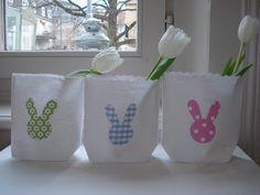 Die Osterhasen sind nicht nur auf Libli gehüpft, sondern grüssen auch von Stoffbeuteln (für Liechtli, Vasen, Näschtli, ...) und von Stoff...