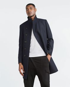 Discover the new ZARA collection online. The latest trends for Woman, Man, Kids and next season's ad campaigns. Ss16, Post Apocalyptic Fashion, Zara, Navy Coat, Playing Dress Up, Chic, Latest Trends, Winter Fashion, Wraps
