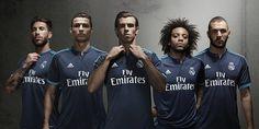 La tercera camiseta Real Madrid 2015-2016, que se asocia con los oscuros azul neón azules rayas de Adidas. Los campeones del mundo de 2014 clubes insignia estarán en el centro de la camiseta. Los elementos de la tercera camiseta del Real Madrid 15/16...
