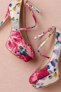 Fancy floral platform heels could be the perfect 70s-esque #shoe for your #vintage #wedding. No?