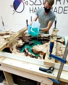 Resin And Wood Diy, Diy Resin Table, Epoxy Wood Table, Epoxy Resin Table, Epoxy Resin Art, Diy Resin Art, Diy Resin Crafts, Wood Crafts, Carillons Diy