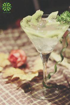 Kiwi caipiroska cocktail