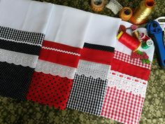 I would like to make some table cloths like this Dish Towels, Tea Towels, Hand Towels, Sewing Crafts, Sewing Projects, Crafts To Make, Diy Crafts, Towel Crafts, Decorative Towels