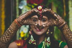 Sangeet and mehndi photography is the new métier that makes wedding photography interesting. As Nowadays brides are having unique bridal mehndi poses to display their mehndi and here are some of them! Indian Wedding Poses, Indian Wedding Couple Photography, Indian Bridal, Mehendi Photography, Bride Photography, Photography Lighting, Photography Gear, Bridal Poses, Bridal Photoshoot