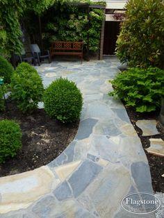 Een zorgeloze tuin met Flagstones. Weinig onderhoud. Kies ook voor Blue Plakes Flagstone.