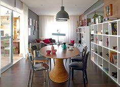 love the table. Mesa Saarinen Oval, Interior Design Living Room, Interior Decorating, Decorating Ideas, Decor Ideas, Cool Bookshelves, Dinner Room, Beautiful Kitchens, Decoration
