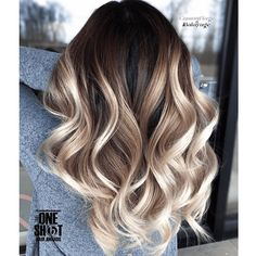 Balayage is the most popular way of dyeing hair in recent years. If you want to try balayage hair, please take a look at our collection of balayage hair color ideas which can bring you new inspiration, try it boldly! Shot Hair Styles, Curly Hair Styles, Hair Color Balayage, Hair Highlights, Brown Balayage, How To Balayage, Baylage Ombre, Dark Roots Blonde Hair Balayage, Brown To Blonde Ombre Hair