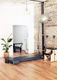 The Best New York City Pilates Studios for a Jaw-Dropping Body: SLT, New York Pilates, Erika Bloom, and More | Vogue Dream Home Gym, At Home Gym, Clinic Design, Gym Design, Studio Pilates, Home Gym Garage, Home Studio, Studio Build, Interior Design Studio