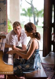 10 Things You Should Know About Liam Hemsworth Liam Hemsworth, Cheating Stories, Nicholas Sparks Movies, The Last Song, Romantic Films, Romance Movies, Teen Vogue, Music Tv, Miley Cyrus