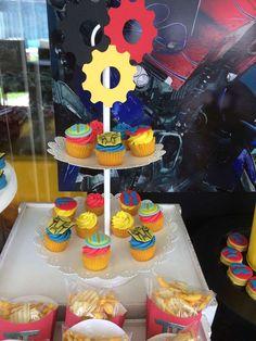 ¡Ideas para Decorar un Cumpleaños con Transformers! http://tutusparafiestas.com/ideas-decorar-cumpleanos-transformers/ Ideas to Decorate a Birthday with Transformers! #¡IdeasparaDecorarunCumpleañosconTransformers! #bolsitasdetransformers #centrosdemesadetransformers #comohacerdulcerosdetransformers #cumpleañostematicotransformers #decoraciondefiestadetransformersrescuebots #cumpleañosdetransformersrescuebots #fiestatransformersmanualidades #invitacionesdetransformers
