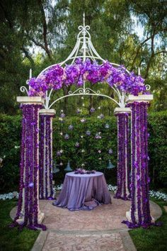 If you dream a violet purple wedding theme, how will you decorate the venue?