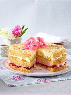 So lecker! Diese Erdbeer-Pfirsichtorte schmeckt garantiert jedem Gast! Poke Cakes, Lava Cakes, Fudge Cake, Brownie Cake, Custard Cake, Gingerbread Cake, Wonderful Recipe, Pastry Cake, Easter Brunch
