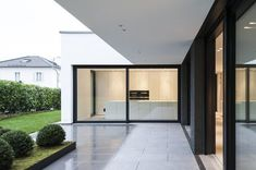 Residential building G - Munich-Grünwald - Gramming Rosenmüller Architects - Single-family house Grünwald, 2016 - Facade House, House Facades, House Extensions, House Goals, Minimalist Home, Detached House, My Dream Home, Future House, Architecture Design