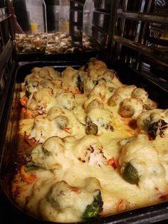 Tavaszi csirkemell szelet Meat Recipes, Cake Recipes, Hungarian Recipes, Hungarian Food, Cauliflower, Healthy Life, Hamburger, Food Porn, Food And Drink