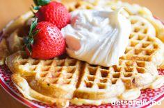 Vafler med jordbær og mascarponekrem | Det søte liv