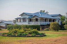 So grand! Love Queenslander homes