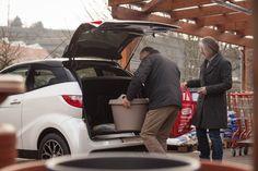 Der Kofferraum des Mopedautos bietet sehr viel Platz für eure Einkäufe. So könnt ihr eure Sachen einfach und bequem verstauen - einfach praktisch #aixam #mopedauto Sport, Autos, Shopping, Simple, Sports