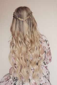 BAREFOOT BLONDE HAIR – The Little Blonde Life