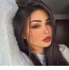 7 - 2020 Winter Makeup Tips, 7 - 2020 Winter Makeup Tips - 1 This winter, celebrities guaranteed their beauty with these four make-up. Get inspired by celebrity make-up for your p. Glam Makeup, Beauty Makeup, Eye Makeup, Hair Makeup, Hair Beauty, Makeup Kit, Makeup Products, Witch Makeup, Dramatic Makeup