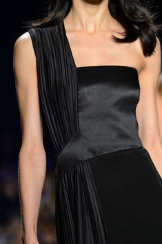 Cushnie et Ochs at New York Fashion Week Spring 2017 - Details Runway Photos Style Haute Couture, Couture Fashion, Runway Fashion, High Fashion, Fashion Outfits, Womens Fashion, Indian Fashion, Milan Fashion Weeks, New York Fashion