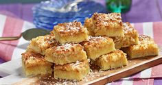 Långpannerutor med ananas och kokos recept Danish Dessert, Fika, Beauty Recipe, Great Recipes, French Toast, Sandwiches, Muffin, Good Food, Snacks