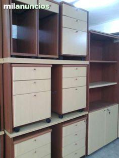 Excelente mobiliario de oficina, mesas, sillas, armarios, cajoneras, y otros muebles. Más de 130 unidades. (Transporte e Iva no incluido).