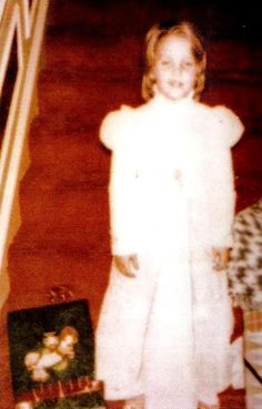 Lisa Marie Presley at graceland Elvis And Priscilla, Lisa Marie Presley, Priscilla Presley, Graceland Elvis, Elvis Presley Family, Robert Sean Leonard, Daddys Little Princess, Rare Pictures, Oprah