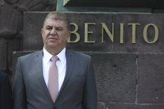 Con 40 años de ocupar puestos públicos y amasando fortuna y poder político junto a su familia, José Manzur Quiroga, Secretario de Gobierno en el Estado de México, posee un rancho, ubicado en la carretera Atlacomulco-Toluca, con zoológico y almacenes con una colección de 136 autos, la mayoría Ford Mu