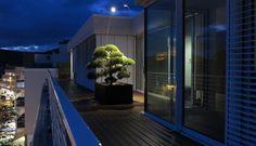 Dachterrasse mit WPC Dielen bei Nacht nach Regen