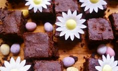 Leftover chocolate may seem like an impossibility for most of us. But if your house has been flooded with Easter eggs, our Dinner Doctor has a few ideas for you. Chocolate Candy Recipes, Bakers Chocolate, Artisan Chocolate, Easter Chocolate, Best Chocolate, Chocolate Brownies, 12 Recipe, Recipe Ideas, Sweet Recipes