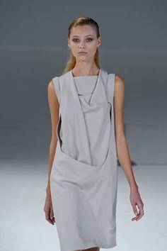 156 photos of Hussein Chalayan at Paris Fashion Week Spring 2012.