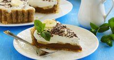Banoffee Pie - The Country Cook Desserts Around The World, Desserts For A Crowd, Köstliche Desserts, Dessert Recipes, Banoffee Pie, Ice Cream Cookie Sandwich, Ice Cream Desserts, Country Cooking, Toffee