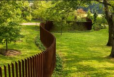Enticing Front yard fence design ideas,Modern fence topper and Privacy fence gate. Front Yard Fence, Pool Fence, Backyard Fences, Garden Fencing, Patio Fence, Brick Fence, Backyard Ideas, Sloped Backyard, Cedar Fence