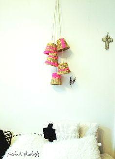 Méchant Design: Cluster 5 Upside down baskets with a splash of paint