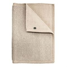 This stylish wool rug from the Swedish brand Himla is amde form a blend of wool and cotton. Its simple design makes it easy to decorate different rooms, as well as combine with other colors and shapes. Avaialbale in different sizes.