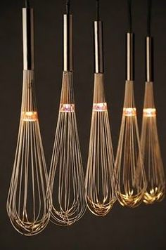 – 80 kreative Upcycling-Ideen oh, lighted whisks, i love this! could look cheesy though, in a very minimalistic and very clean kitchen above an island, it would be lovely Related Post Facade design Deco Luminaire, Luminaire Design, Lamp Light, Light Up, Diy Light, Diy Luz, Luminaire Original, Blitz Design, London Design Festival
