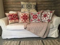 Вишиті подушки