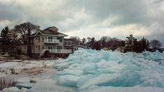 El impresionante fenómeno del hielo azul en los Grandes Lagos de EEUU
