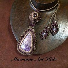 ワークショップの合間に完成!! スアーガーネットとチャロアイト!! #macrame#pendant #necklace #accessories…