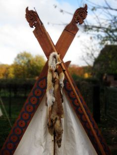 Google Image Result for http://fc03.deviantart.net/fs51/i/2009/314/9/8/Viking_Tent_with_Foxes_by_paganroots.jpg