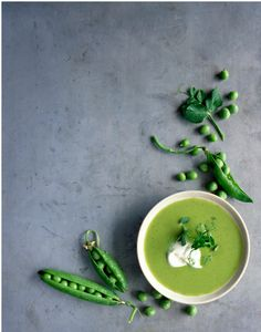 Pea, basil and mint soup I like this because of the usage of negative space. Also, I really like how the fresh pea pods frame the soup bowl.I like this because of the usage of negative space. Also, I really like how the fresh pea pods frame the soup bowl. Food Styling, Food Photography Styling, Think Food, Love Food, Healthy Soup Recipes, Healthy Foods, Greens Recipe, Food Presentation, Spring Recipes
