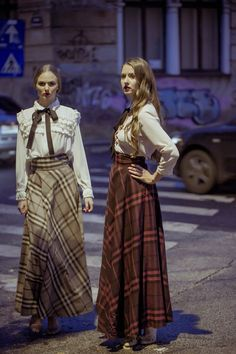 """Long skirts, an """"option"""" for cold winter Long Skirts, Maxi Skirts, Long Dresses, Dress Skirt, Daily Outfit, Winter Time, Fall Outfits, Steampunk, That Look"""