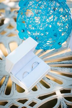 © Nicolas Duvivier (France) - Alliances / Wedding Rings Bordeaux, Container, Wedding Rings, France, Wedding Ring, Photography, Bordeaux Wine, French, Wedding Band Ring