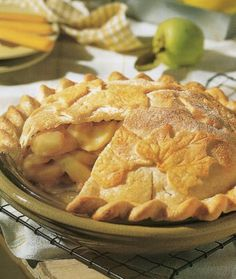 Are you wanting to bake a delicious apple pie but don't have the time? Try out this easy apple pie recipe and be enjoying your first slice in 30 minutes. Homemade Apple Pies, Apple Pie Recipes, Top Recipes, Fall Recipes, Great Recipes, Favorite Recipes, Summer Recipes, Recipies, Healthy Recipes