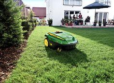 big square grass yard - Google-haku