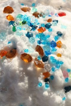 Diamond Dig - a snowy sensory bin.  A treasure hunt that lets kids enjoy snow indoors when it's too cold to get outdoors! - Happy Hooligans